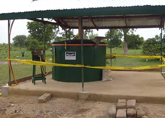 2009_1 PlanET liefert Mini-Biogasanlage nach Ghana web